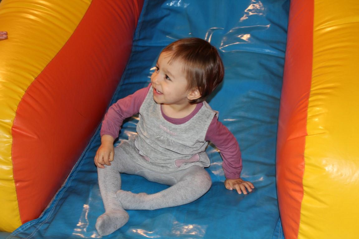Sara Leonor no aniversário da Rita  - 5 anos