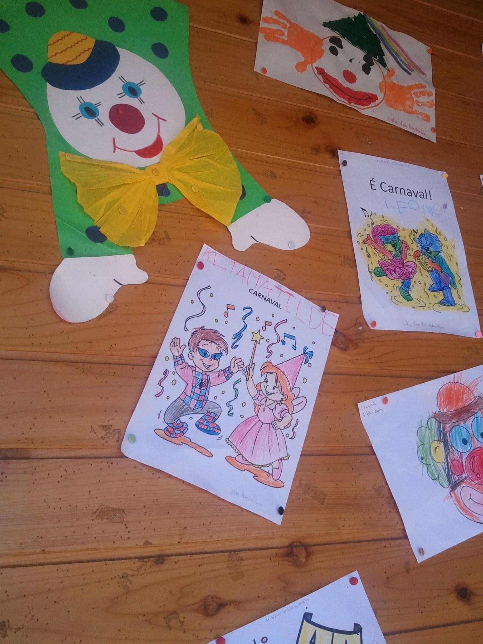 Desenho da Rita sobrte o Carnaval em destaque no placard da escola