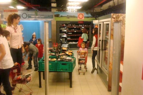 Kidzania - Supermercado Continente A Sara a ir às compras sozinha!